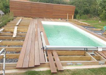 Bygga altan runt pool